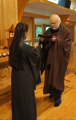 Receiving the robe at the transmission ceremony